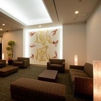 ホテルのシンボル「鳳凰」の文字は福井の書家吉川壽一先生による