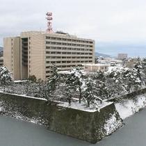Jr.スイートより望む雪の福井城址
