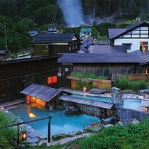 *深山にぽつりと佇む秘境の宿。自然の中で泥湯温泉を堪能して頂けます。