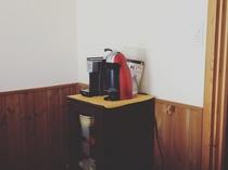 客室の、ドルチェグストとスペシャルティーセット。