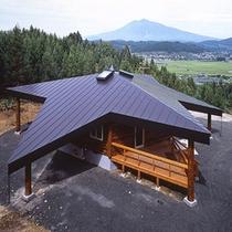 *【外観(6人棟)】上から見ると屋根が星形になっている、可愛らしいデザインです♪