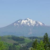 *【露天風呂(白鳥座内)】晴れた日には、雄大な津軽富士「岩木山」を望めます!