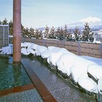 *【露天風呂(白鳥座内)】冬は雪見露天を楽しめます!温泉の温かさに心身ともにほっこり♪