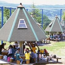 *【BBQ】傘型の屋根のバーベーキューハウス。上から見ると北斗七星の形に並んでいます☆