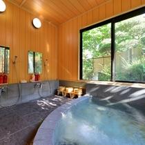 *家族風呂/温泉ではございませんが、窓から差し込む優しい光とともに気持ちのいい湯浴みをご堪能下さい。