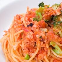 *ご夕食一例(パスタ)/にんにくとオリーブオイルがきいたトマトソースのパスタ◎