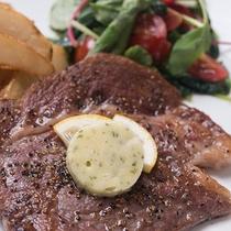 *【洋食ディナー一例】メインはジューシーなステーキ。やわらか~いお肉をご賞味下さい。