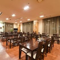 *【カフェ(1階)】フロントのすぐ隣にございます。お気軽にご利用ください。