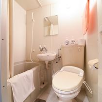*【洋室シングル一例】お部屋にバストイレ付き。もちろん温泉もご利用いただけます!