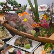 【舟盛会席】和会席のお料理のメインにドンっと鯛姿造りが