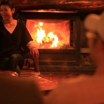 *【暖炉/薪ストーブ】薪ならではの柔らかな炎に心も癒されます。