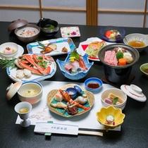 *お夕食一例(ずわい蟹+上カルビ付)/旬の食材を活かした加賀料理に、贅沢な蟹&上カルビをプラス!