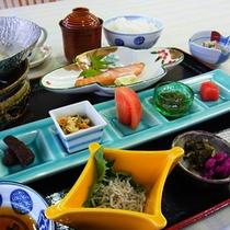 【ご朝食】10品の体に優しい和定食をご用意いたします。