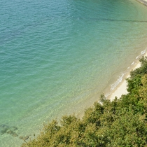 海の色は透き通る青緑で、美しい色です!