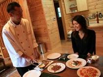 5. 地元の食材を使い、シェフがその場で盛り付けしてくれるコースディナー