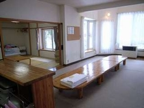 82. リビング・和室・テラス・キッチンを一体で使える快適さ 【〜10名様:しゃくなげ10号館】