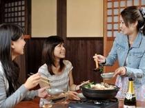6. あったかいお鍋を囲んで、みんなで楽しく盛り上がろう!