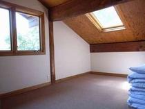 78. 洋室6畳が3部屋。清々しい朝日が差し込みます。【〜8名様:しゃくなげ12号館】