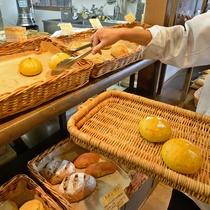 *【パン工房じゃぱん】11:00~完売まで 噛めば噛むほど味わい広がるハード系パン