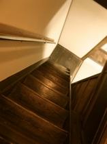 歴史を感じる階段