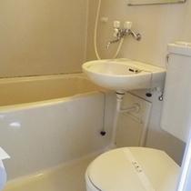 *【ユニットバス】清潔感ある洗面台&お風呂スペース。