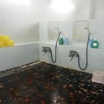 *【男性風呂】洗い場には、リンスインシャンプー・ボディーソープをご用意しております。