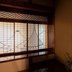 「富士山と干網」の間