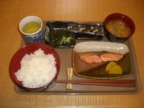 朝食:鮭定食