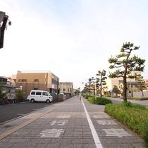 *平塚海岸への遊歩道/整備された広い歩道はウォーキングやワンちゃんのお散歩に最適!
