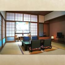 和室(10畳)〜杖立川を望む縁側つきの広々とした角部屋〜