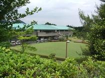 ゴルフ場から見た外観③