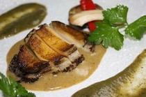 アワビステーキ(2色の肝ソース)