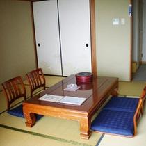 *【客室】相模湾や朝日を一望できる、明るく、ゆったりと寛げる和室をご用意いたします。