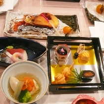 *【夕食全体例】旬の食材を使用してお料理をご用意しております。