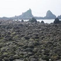 *【周辺】真鶴半島の景勝地「三ツ石」