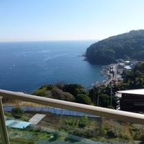 *お部屋のベランダからの景色(一例)海を望むお部屋でごゆっくりお過ごしください。