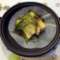 *夕食(一例)たけのこと鯖をバジルソースとチーズでお召し上がりください。