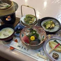 *夕食(春メニュー一例)季節の食材と海の幸をご堪能いただけるメニューです。