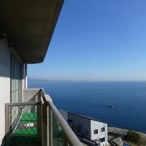 *お部屋のベランダからの景色(一例)真鶴の美しい海をご覧いただけます。