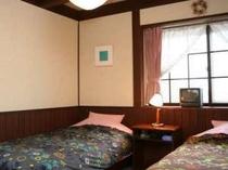 幅広い客層に人気の客室。木の梁を生かした、落ち着いた感じかいい。