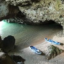 民宿光星から車で5分 青の洞窟