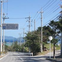 一周道路から民宿へ入る道