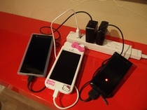 スマホの充電も各種対応しております。