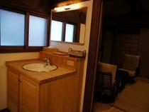 【別邸 静仙館】2Fの洗面所※少人数でのご宿泊の際は利用不可。