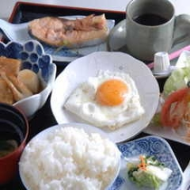 朝食2(例目玉焼き付き)