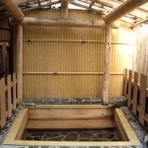*女性用は檜の露天風呂。100%天然硫黄泉を、木の香りと共にご堪能下さい。