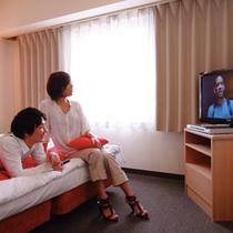 全室40型ワイド液晶TV導入!DVDデッキの貸し出しも無料フロントにて
