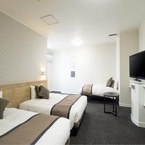 トリプル【ダブルベッド+シングルベッド2台】30平米ベッドを引っつければ250cm幅のゆとり♪