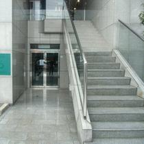 入口玄関※左入口エレベーター有