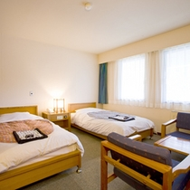*【客室例/洋室Bツイン】お2人でのんびり過ごせるお部屋です。